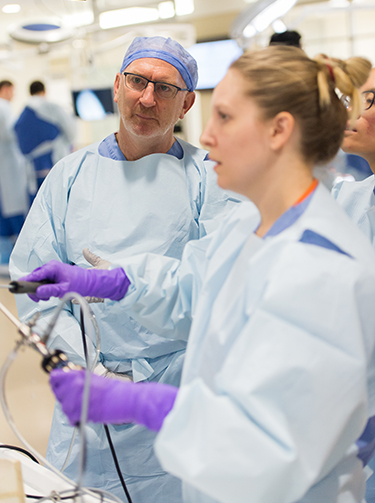 Dr. Crawford observes Dr. Bell at Arthroscopy Boot Camp