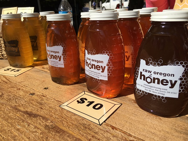 beautiful golden honey jars