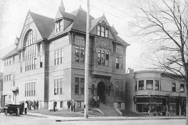 UOMS at its original location on NW 23rd and Lovejoy Streets, circa 1892
