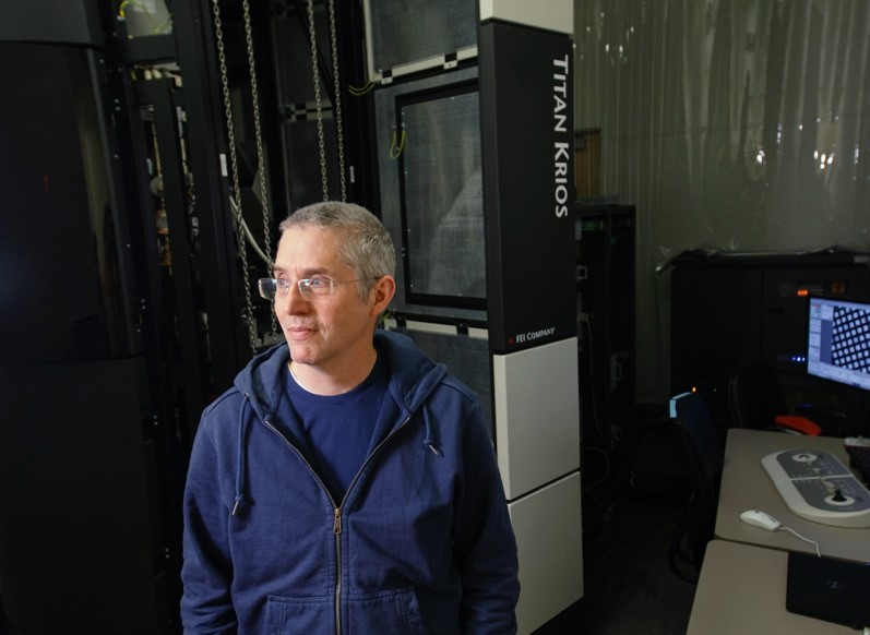 Eric Gouaux, Ph.D., is using a next-generation cryo-electron microscope to make breakthrough discoveries about how the brain works. OHSU Brain Institute (OBI)