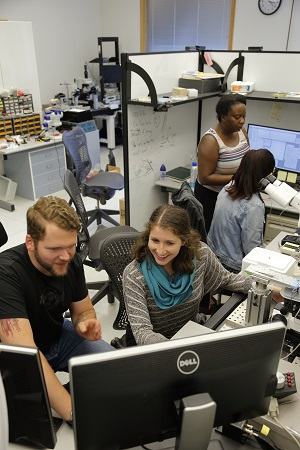 NGP students get a crash course in e-phys techniques from Vollum postdocs