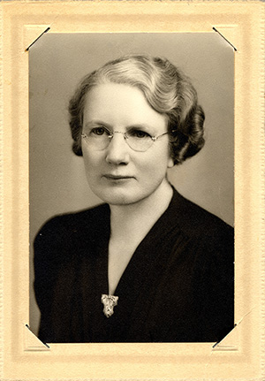 Portrait of Lucy Davis Phillips, Registrar of the University of Oregon Medical School. Lucy Davis Phillips Collection.